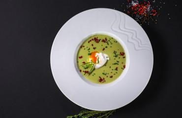 Крем-суп из спаржи с яйцом пашот